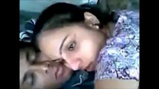 सेक्स की भूख से तड़प्ते प्रेमी चुदाई का मज़ा लेते हुए