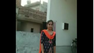 हिन्दुस्तानी सुंदर गर्ल से संभोग का इंडियन पॉर्न वीडियो