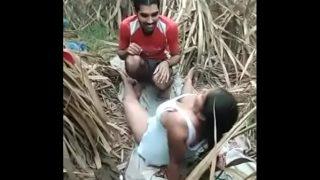 चुड़काद आंटी की जंगल मे चुदाई ब्लू फिल्म