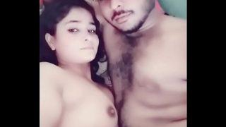 देसी मैड को 500 रुपय मई छोड़ते हुए बंगाली सेक्स टेप