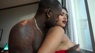 देसी एन आर आई बीवी काले आफ्रिकन लंड से चुदाई का इंडियन पॉर्न